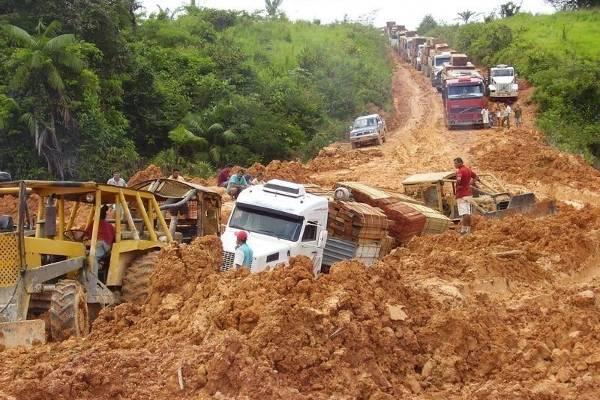 Resultado de imagem para imagem para as pessimas rodovias brasileiras