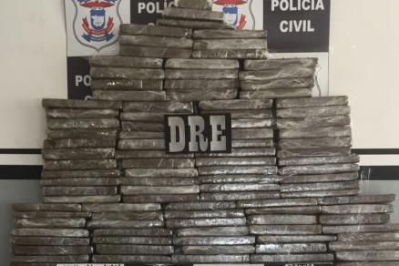 Polícia apreende 105 tabletes de maconha em rodovia